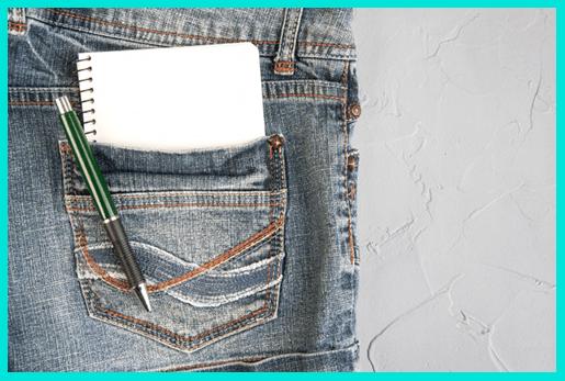 Блокнот и ручка для записи идей как назвать канал на Ютубе