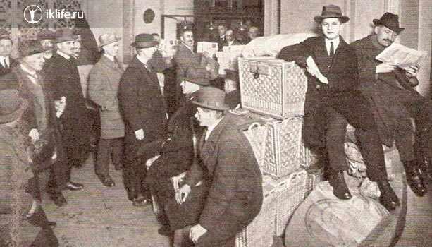 Получение зарплаты коробками