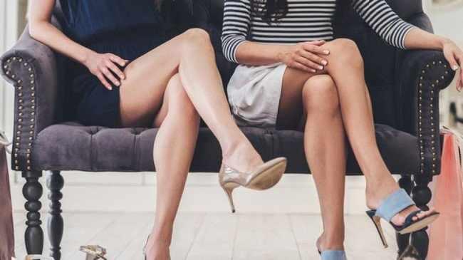 Сидение в позе нога на ногу
